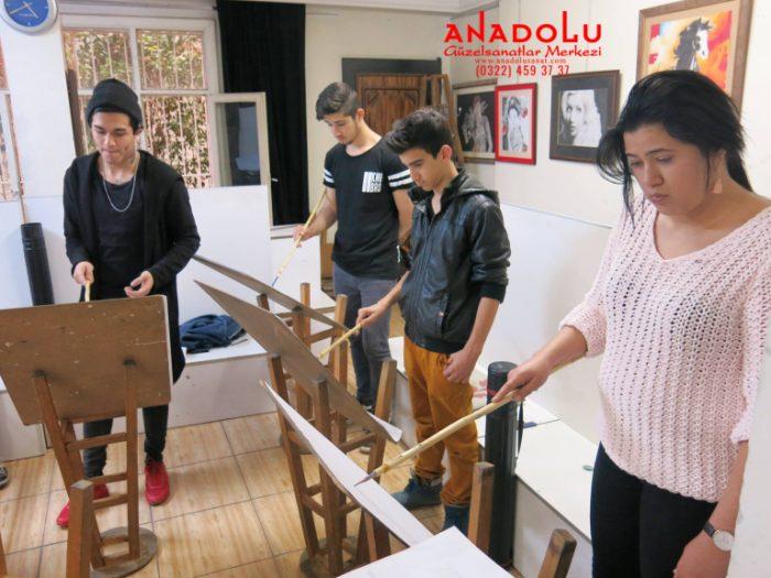 İstanbulda Anadolu Güzel Sanatlarda Modelden Desen Çizimleri
