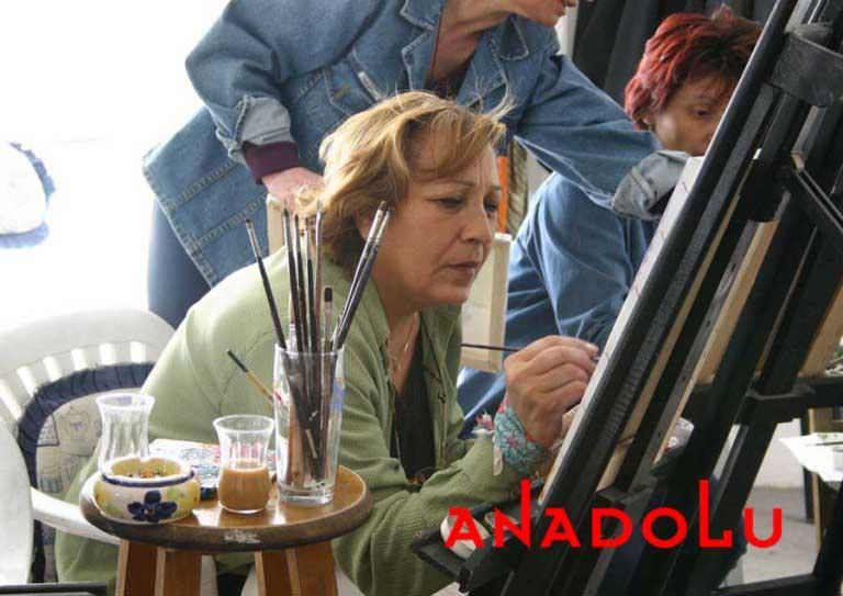 Zeliha Hanım Resim Çalışırken Çukurovada